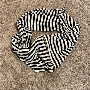 Lululemon Vinyasa Scarf with zipper!